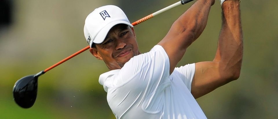 Tiger Woods watches his tee shot on the 16th hole during third round play in the Arnold Palmer Invitational PGA golf tournament in Orlando, Florida March 23, 2013. REUTERS/Scott Miller (UNITED STATES - Tags: SPORT GOLF) - RTXXUU2