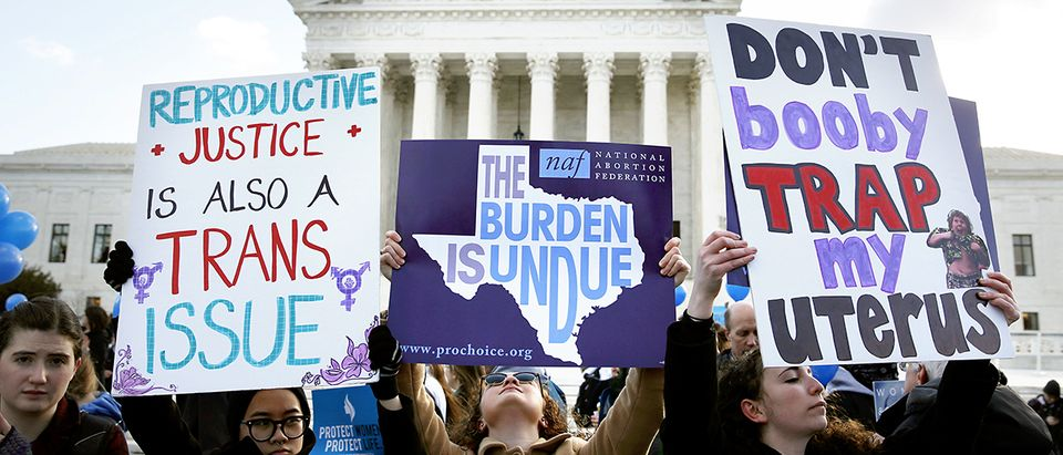 Protesters on opposing sides of the abortion issue demonstrate in front of the U.S. Supreme Court in March, 2016. (Photo: REUTERS/Kevin Lamarque)