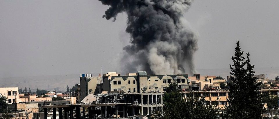 Heavy smoke billows following an airstrike on the western frontline of Raqa on July 17, 2017, during an offensive by the US-backed Syrian Democratic Forces, a majority Kurdish and Arab alliance, to retake the city from Islamic State (IS) group fighters.