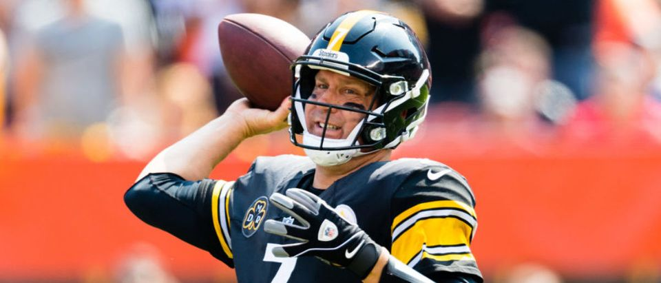 Quarterback Ben Roethlisberger #7 of the Pittsburgh Steelers passes during the first half against the Cleveland Browns at FirstEnergy Stadium on September 10, 2017 in Cleveland, Ohio. (Photo by Jason Miller/Getty Images)