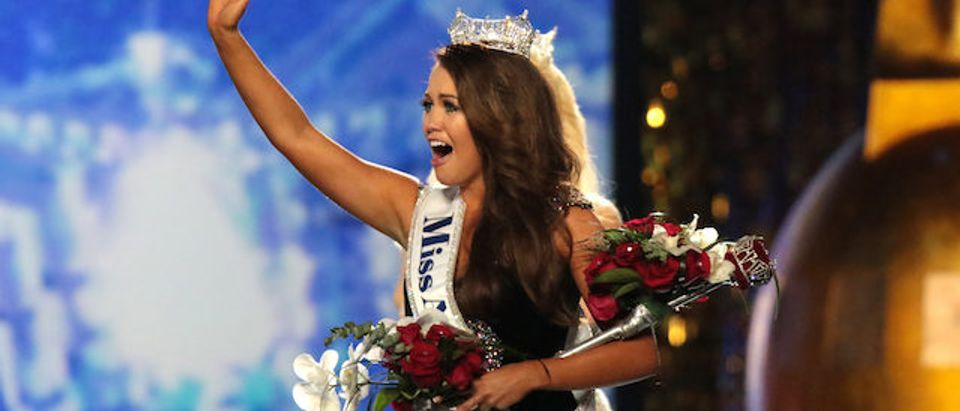 Newly crowned Miss America 2018 (Miss North Dakota 2017) Cara Mund celebrates during the 2018 Miss America Competition Show at Boardwalk Hall Arena on September 10, 2017 in Atlantic City, New Jersey. (Photo by Donald Kravitz/Getty Images for Dick Clark Productions)