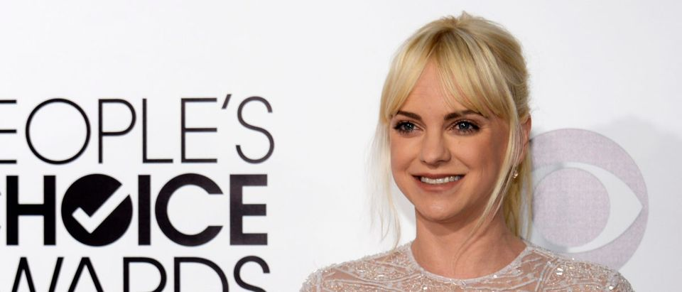 Actress Anna Faris arrives at the 2014 People's Choice Awards in Los Angeles, California January 8, 2014. REUTERS/Kevork Djansezian