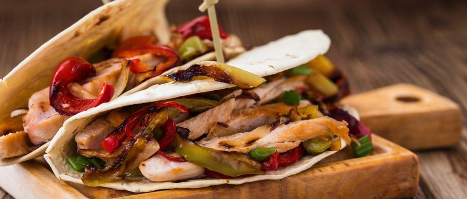 Two chicken fajitas (Photo: Shutterstock/istetiana)