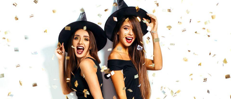 Women celebrate Halloween (Photo: Shutterstock)
