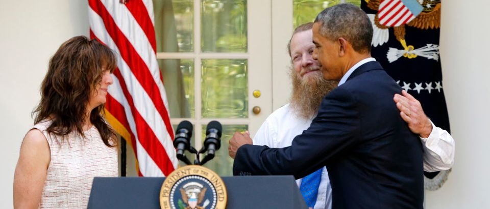 U.S. President Barack Obama hugs Bob Bergdahl (2nd R) after delivering a statement with Bob and Jami Bergdahl (L) about the release of their son, prisoner of war U.S. Army Sergeant Bowe Bergdahl, in the Rose Garden at the White House in Washington May 31, 2014. Bergdahl, the last U.S. prisoner of war from America's waning Afgan war, was handed over to U.S. Special Operations forces in Afghanistan on Saturday in a dramatic swap for five Taliban detainees who will be handed over from Guantanamo Bay prison to Qatar. REUTERS/Jonathan Ernst