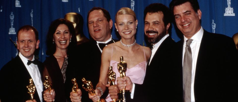 Academy Award winners for SHAKESPEARE IN LOVE David Parfitt, Donna Gigliotti, Harvey Weinstein, Gwyneth Paltrow in gown by Ralph Lauren, Edward Zeick and Marc Norman, March, 1999 Shutterstock/ Everett Collection