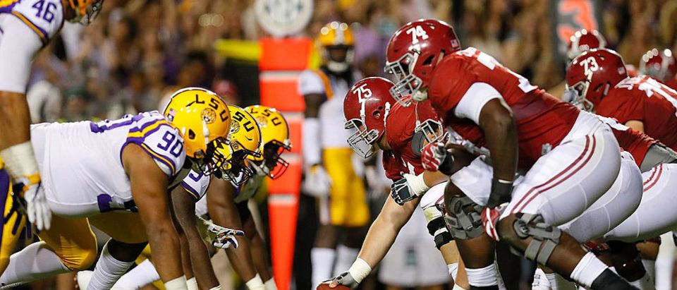 The Alabama Crimson Tide offense lines up against the LSU Tigers defense at Tiger Stadium on November 5, 2016 in Baton Rouge, Louisiana. (Photo by Kevin C. Cox/Getty Images)