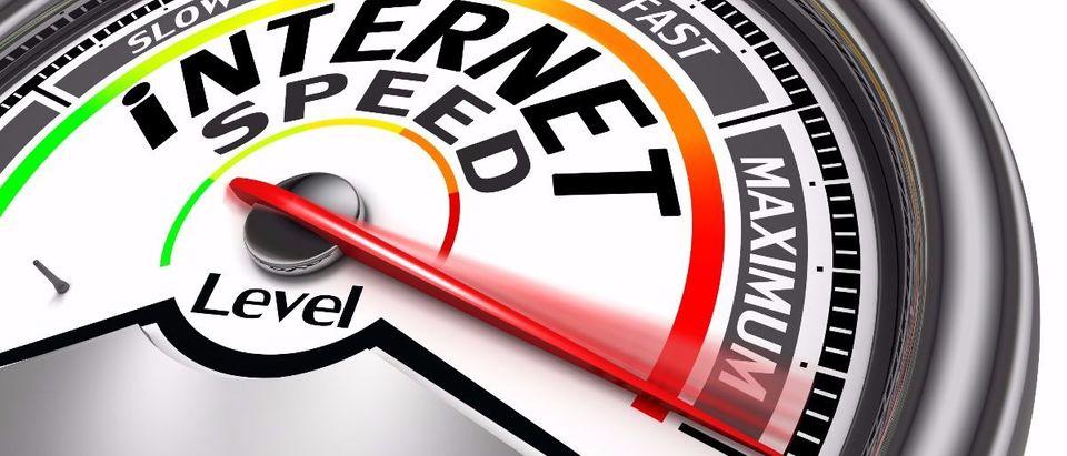 internet speed Shutterstock/donskarpo