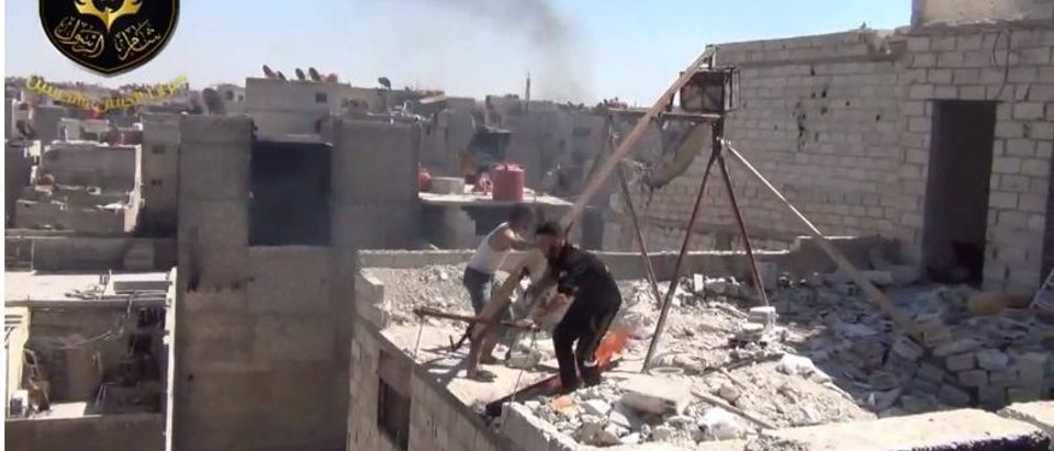 The trebuchet in action (LiveLeak / Screenshot / Sham Rassol)