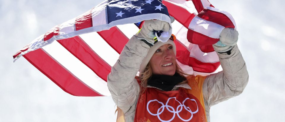Anderson celebrates gold medal win. (Photo: REUTERS/Mike Blake)