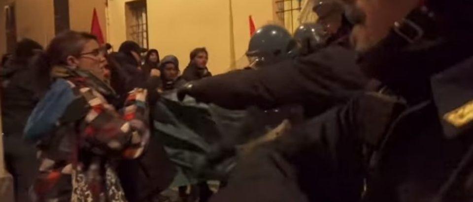 Police clash with antifa (Screenshot / Ruptly)