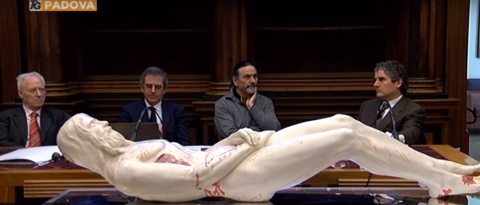 The 3D copy of Jesus made using measurements from the Shroud of Turin. (Youtube screenshot/TgPadova Telenuovo) | Professor Creates 'Carbon Copy' Of Jesus