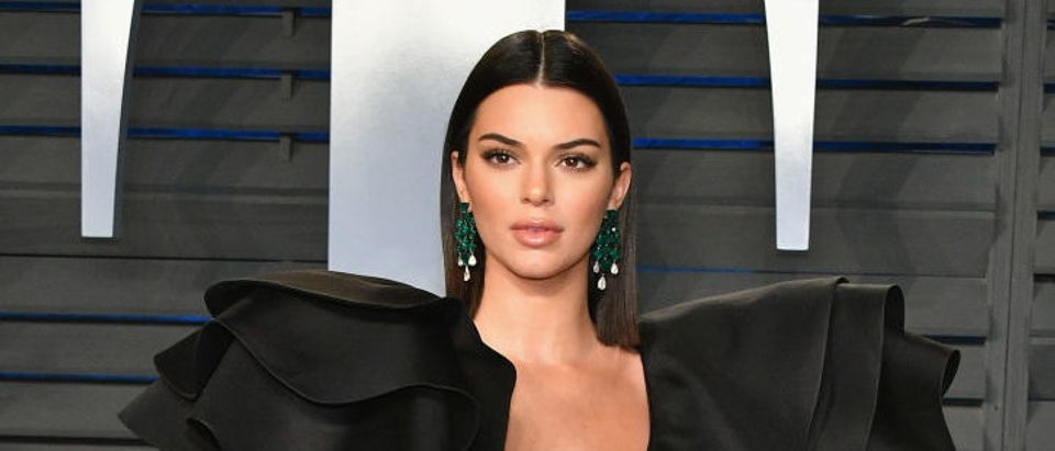 Kendall Jenner attends the 2018 Vanity Fair Oscar Party hosted by Radhika Jones at Wallis Annenberg Center for the Performing Arts on March 4, 2018 in Beverly Hills, California. (Photo credit: JEAN-BAPTISTE LACROIX/AFP/Getty Images)