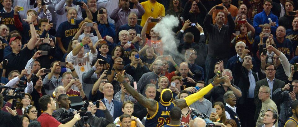 LeBron James throw chalk in the air during his pregame ritual prior to the game against the New York Knicks at Quicken Loans Arena, Oct. 30, 2014 in Cleveland. Photo: David Richard-USA TODAY Sports