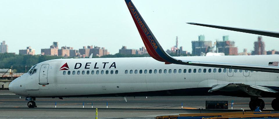 NEW YORK, NY - AUGUST 8: A Delta jet taxis on the tarmac at LaGuardia Airport , August 8, 2016 in the Queens borough of New York City. Delta flights around the globe were grounded and delayed on Monday morning due to a system outage. (Photo by Drew Angerer/Getty Images) |Delta Flight Makes Emergency Landing