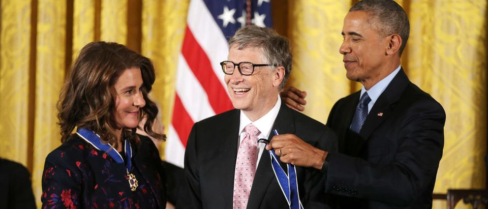 Bill (C) and Melinda (L) Gates receive their Presidential Medals of Freedom from U.S. President Barack Obama (R) in the East Room of the White House in Washington, U.S., November 22, 2016. REUTERS/Carlos Barria   Gates: Trump Asked About Science Adviser