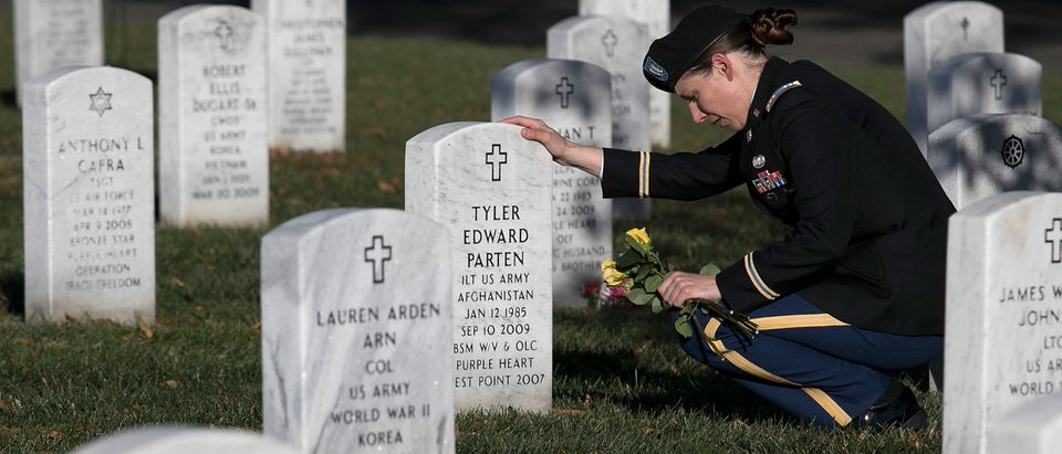 Army Captain Heather Kaiser visits the gravesite of U.S. Army 1Lt. Tyler Parten at Arlington National Cemetery on Veterans Day 2017 (Photo credit: Win McNamee/Getty Images)