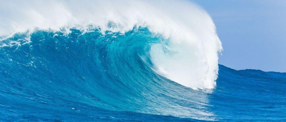 blue wave Shutterstock/EpicStockMedia