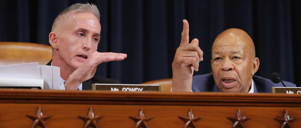 Chairman Trey Gowdy (R-SC) (L) and ranking member Rep. Elijah Cummings (D-MD) argue during a hearing of the House Select Committee on Benghazi. (Photo: Chip Somodevilla/Getty Images)