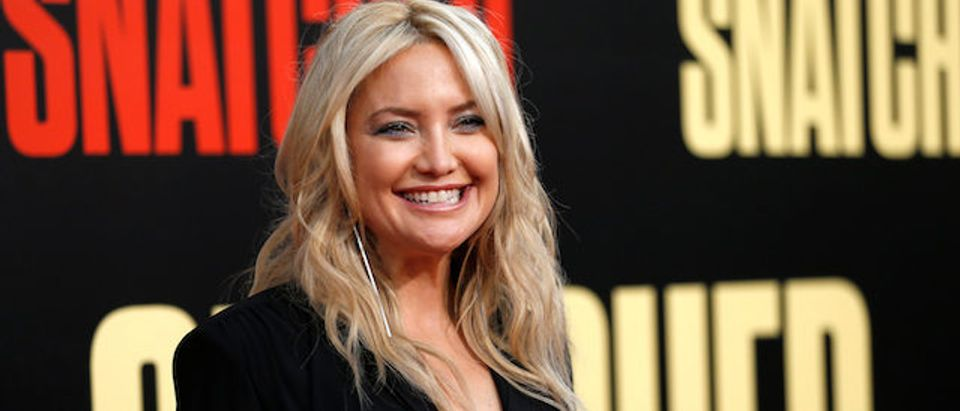 """Actor Kate Hudson poses at the premiere of the movie """"Snatched"""" in Los Angeles, California, U.S., May 10, 2017. REUTERS/Mario Anzuoni"""