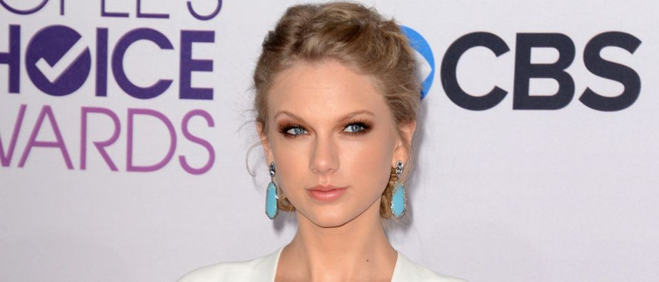 US - ENTERTAINMENT - PEOPLES CHOICE AWARDS-ARRIVALS