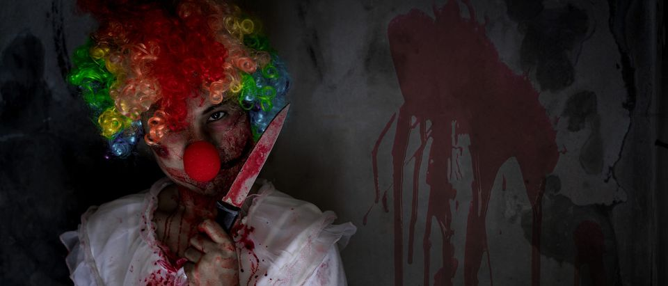 lady_clown_with_knife