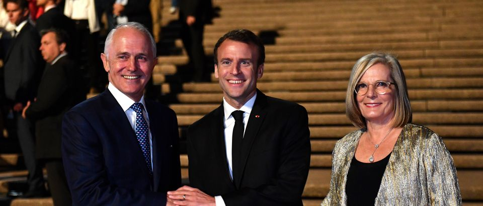 President of France Emmanuel Macron meets Australia's Prime Minister Malcolm Turnbull and his wife Lucy Turnbull at the Sydney Opera House, Australia May 1, 2018. AAP/Mick Tsikas/via REUTERS ATTENTION EDITORS - THIS IMAGE WAS PROVIDED BY A THIRD PARTY. NO RESALES. NO ARCHIVE. AUSTRALIA OUT. NEW ZEALAND OUT - RC167E7C5FD0