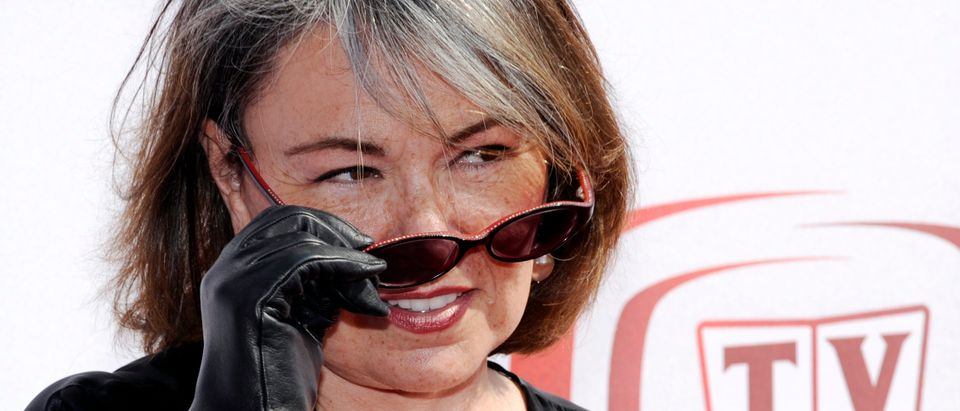 Roseanne Barr takes off her sunglasses for photographers at the 6th Annual TV Land Awards in Santa Monica, California, June 8, 2008. REUTERS/Chris Pizzello (UNITED STATES) - GM1E4690SQJ01