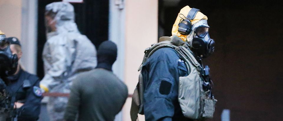 """Picture taken on June 12, 2018 shows police officers of a special unit wearing protective clothes and respiratory masks during an operation in Cologne's Chorweiler district, western Germany, where police found toxic substances after storming a flat. - A Tunisian man arrested in Germany is suspected of trying to build a biological weapon using the deadly poison ricin, prosecutors said on June 14, 2018, stressing however there was no indication of any """"concrete attack plans"""". (Photo by David Young / dpa / AFP) / Germany OUT (Photo credit should read DAVID YOUNG/AFP/Getty Images)"""