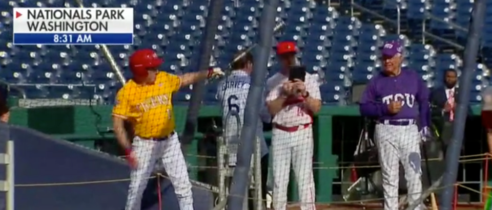 Steve Scalise returns to batting practice a year after shooting./Screenshot