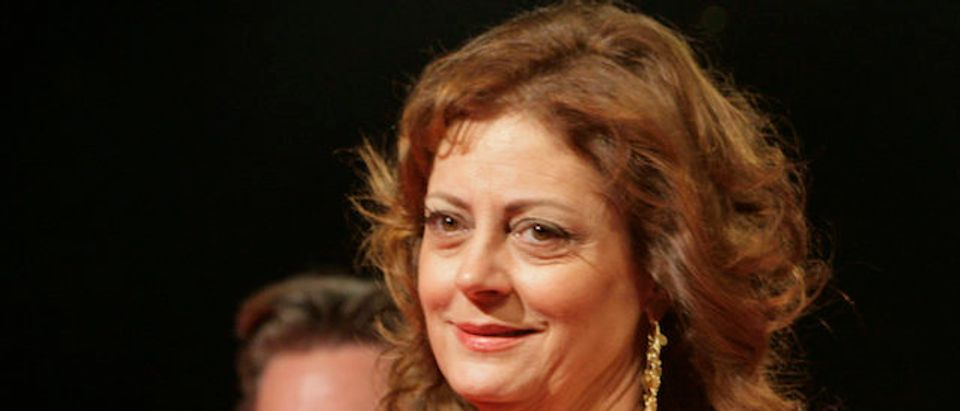 U.S. actors Sarandon and Russell walk on red carpet at Cairo International Film Festival