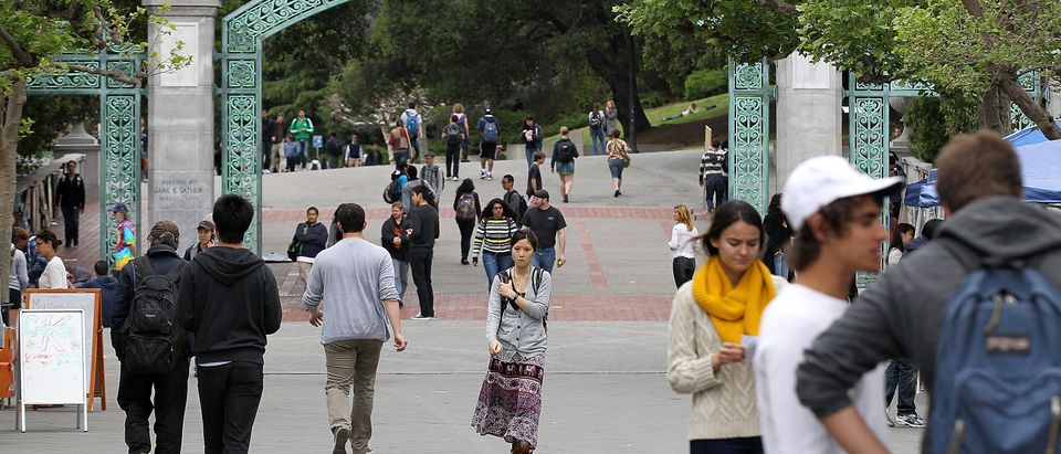 UC Berkeley students walk through campus (Getty, 06/13/18)
