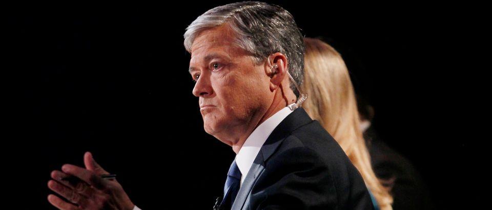 CNBC debate moderator John Harwood asks a question during the 2016 U.S. Republican presidential candidates debate in Boulder, Colorado October 28, 2015. Picture taken October 28, 2015. REUTERS/Rick Wilking - TM3EBAT0WZY01