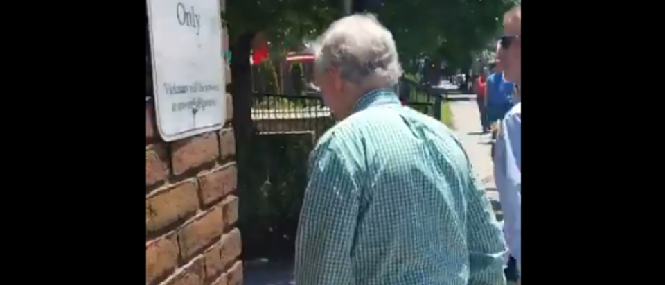 Mitch McConnell confronted by socialist protesters leaving KY restaurant (screengrab)