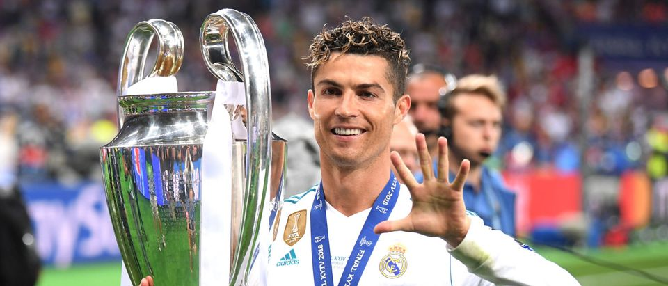 Cristiano Ronaldo of Real Madrid lifts The UEFA Champions League trophy following his sides victory in during the UEFA Champions League Final between Real Madrid and Liverpool at NSC Olimpiyskiy Stadium on May 26, 2018 in Kiev, Ukraine. (Photo by Laurence Griffiths/Getty Images)
