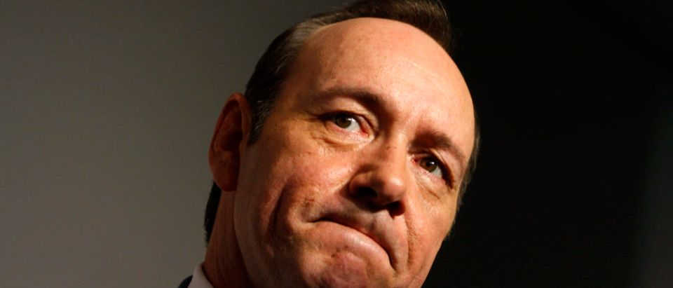 "Actor Kevin Spacey speaks to a reporter as he arrives during the premiere of ""Recount"" at the Museum of Modern Art in New York City, May 13, 2008. REUTERS/Joshua Lott"
