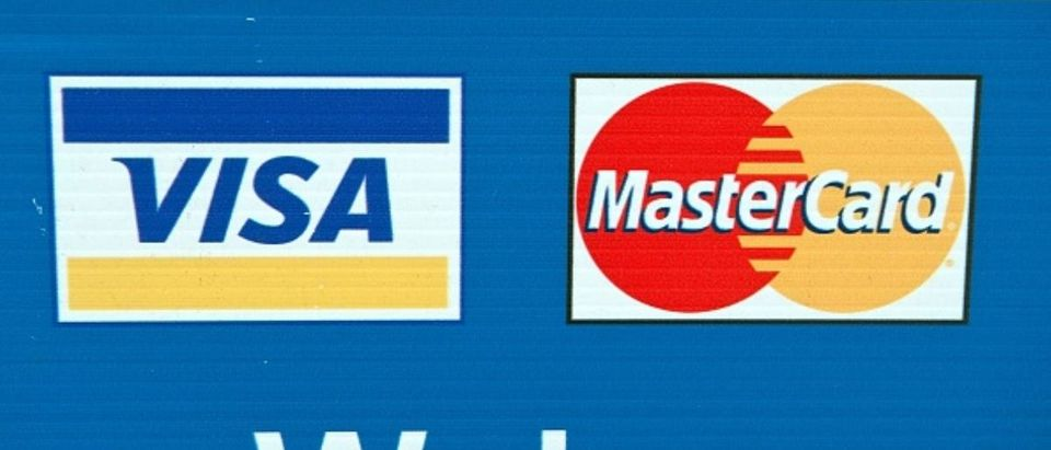 Visa and Mastercard credit card logos are seen on a sign in Washington on March 30, 2012. (Photo: NICHOLAS KAMM/AFP/Getty Images)