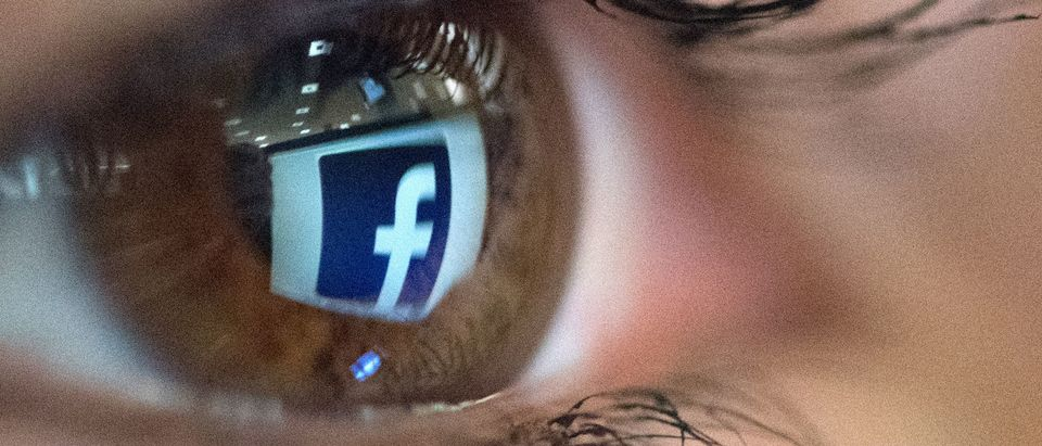 TOPSHOT-FRANCE-INTERNET-SOCIAL-NETWORKS-FEATURE-FACEBOOK