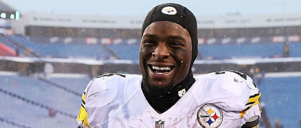 ORCHARD PARK, NY - DECEMBER 11: Le'Veon Bell #26 of the Pittsburgh Steelers walks off the field after beating the Buffalo Bills 27-20 at New Era Field on December 11, 2016 in Orchard Park, New York. (Photo by Tom Szczerbowski/Getty Images)