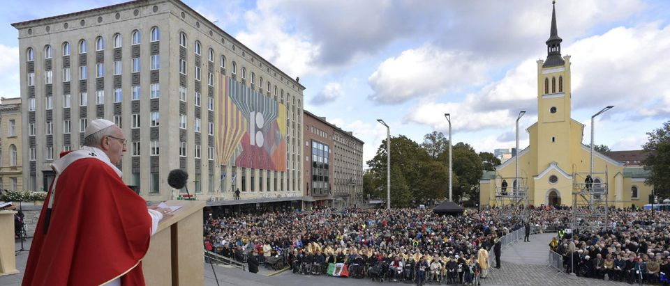 Pope Francis celebrates a Holy Mass at Freedom Square in Tallinn, Estonia September 25, 2018. Vatican Media/Handout via REUTERS.