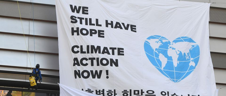 "Greenpeace activists display a big banner reading ""We still have hope, Climate action now!"" during an activity prior to a press conference of the Intergovernmental Panel for Climate Change (IPCC) at Songdo Convensia in Incheon on October 8, 2018. - The landmark UN report on limiting global warming to 1.5 degrees Celsius was released in South Korea on October 8, after a week-long meeting of the 195-nation Intergovernmental Panel on Climate Change (IPCC). (Photo by Jung Yeon-je / AFP) (Photo credit should read JUNG YEON-JE/AFP/Getty Images)"