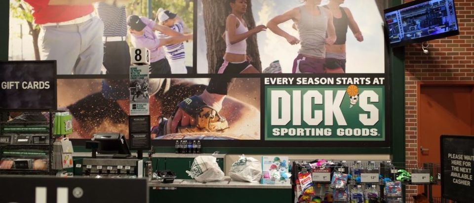 Dick's, one of the nation's largest sports retailers, said February 28 that it was immediately ending sales of all assault-style rifles in its stores. The retailer also said that it would no longer sell high-capacity magazines and that it would not sell any gun to anyone under 21 years of age, regardless of local laws. / AFP PHOTO / Robyn Beck