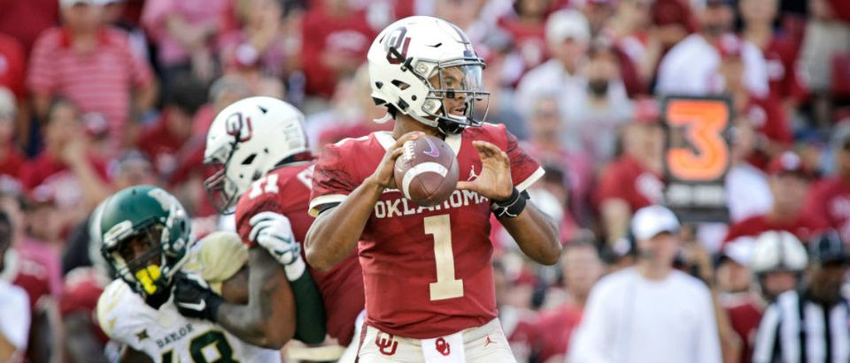 NORMAN, OK - SEPTEMBER 29: Quarterback Kyler Murray #1 of the Oklahoma Sooners looks to throw against the Baylor Bears at Gaylord Family Oklahoma Memorial Stadium on September 29, 2018 in Norman, Oklahoma. Oklahoma defeated Baylor 66-33. (Photo by Brett Deering/Getty Images)