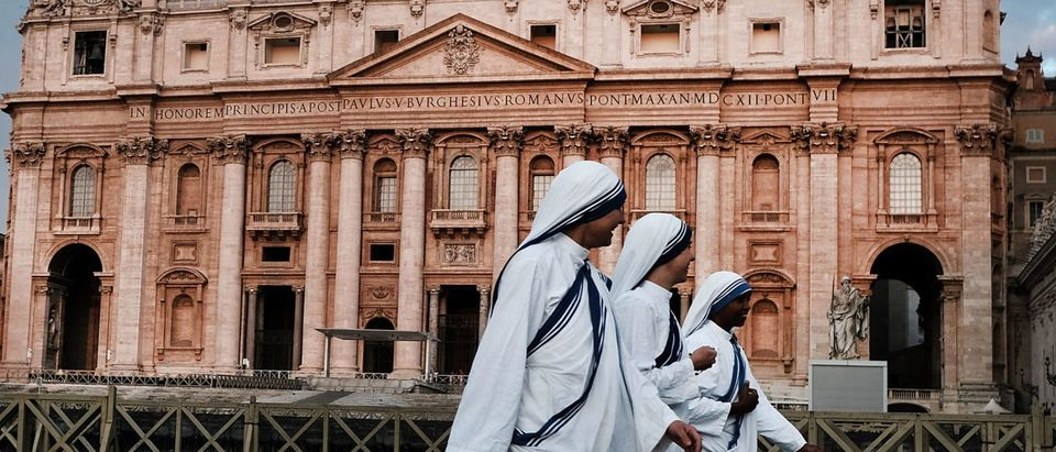 A group of nuns walk through St. Peter's Square at dawn on September 03, 2018 in Vatican City, Vatican. (Photo by Spencer Platt/Getty Images)