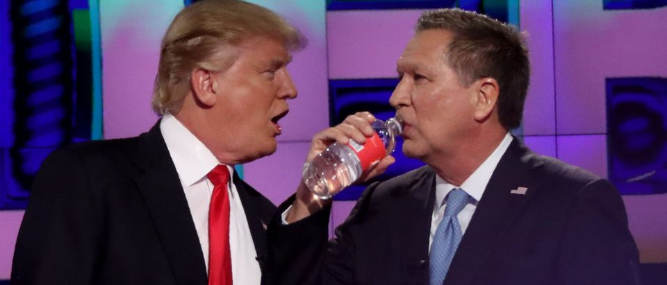 Republican U.S. presidential candidate Donald Trump (L) talks with rival John Kasich during a commercial break in the midst of the Republican U.S. presidential candidates debate sponsored by CNN at the University of Miami in Miami, Florida March 10, 2016. REUTERS/Carlo Allegri