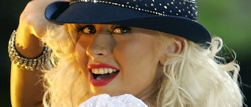 Christina Aguilera performs on ABC's Good Morning America in New York's Bryant Park August 18, 2006. REUTERS/Brendan McDermid