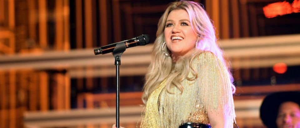 Host Kelly Clarkson performs onstage at the 2018 Billboard Music Awards at MGM Grand Garden Arena on May 20, 2018 in Las Vegas, Nevada. (Photo by Matt Winkelmeyer/Getty Images for dcp)