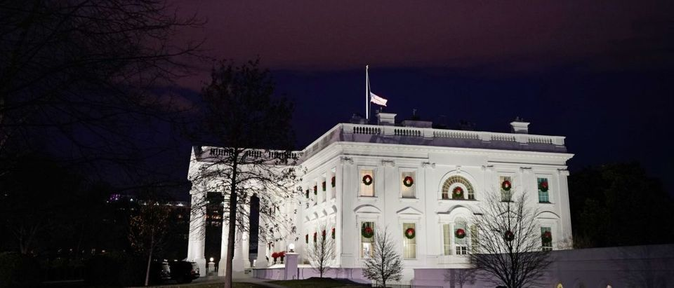 The White House at night. (Photo by MANDEL NGAN / AFP)
