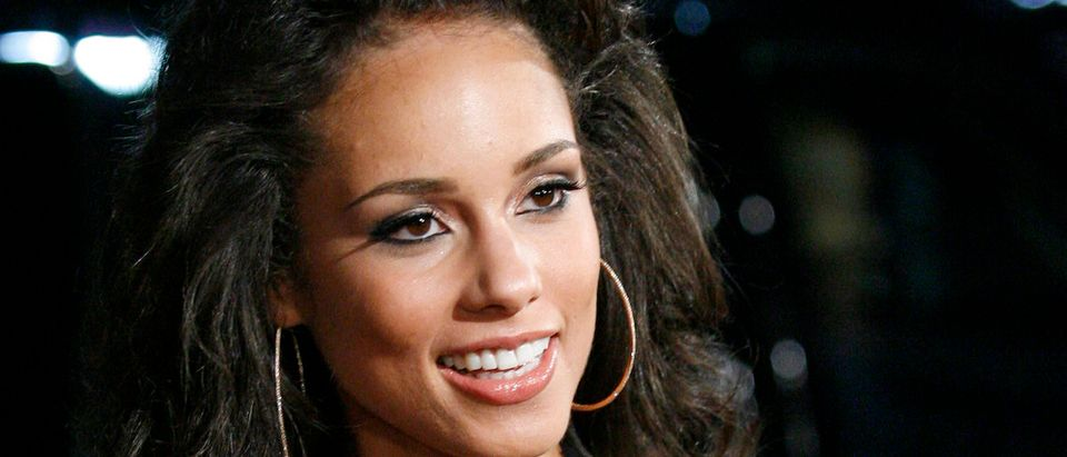 Singer Alicia Keys poses for photographers during the premiere of ''Smokin' Aces'' in Hollywood January 18, 2007. REUTERS/Gus Ruelas