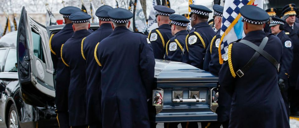 DES PLAINES, IL - NOVEMBER 26: An honor guard carries the casket of slain Chicago Police Officer Samuel Jimenez to the hearse following funeral services at the Chapel of St Joseph at Shrine of Our Lady of Guadalupe on November 26, 2018 in Des Plaines, Illinois. Officer Samuel Jimenez was killed by a gunman at Mercy Hospital and Medical Center November 19. (Photo by Kamil Krzaczynski/Getty Images)
